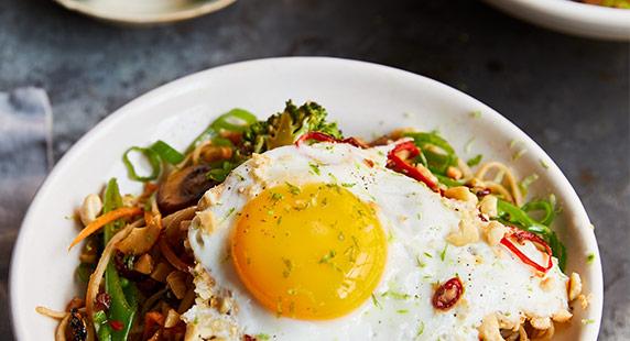 Veggie noodle stir-fry - HLS