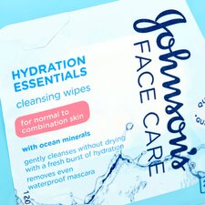 image 2 of Johnson's Hydration Essentials Face Care Wipes X25