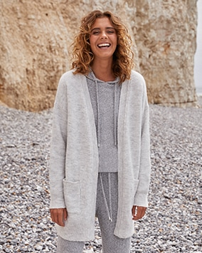 Longline buttonless cardigan with 2 pockets
