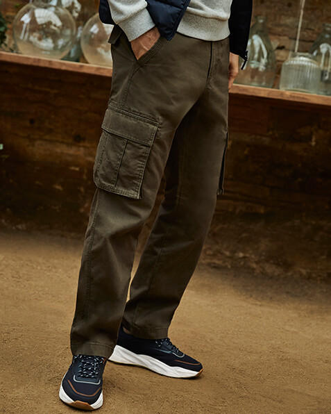 Cargo trousers with pockets on the legs