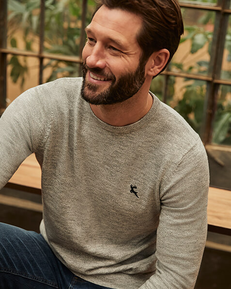 Crew neck jumper with a small stag emblem on the chest