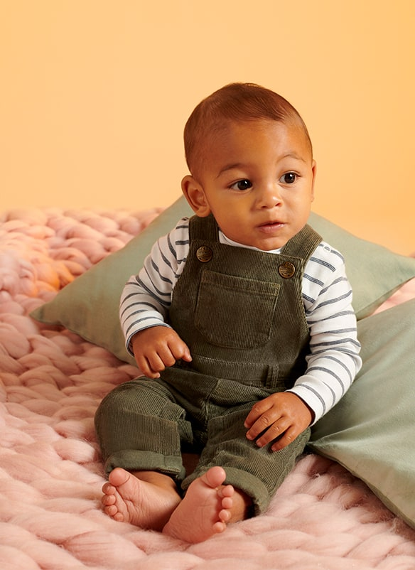 Dungarees come with dark grey and white stripe long sleeve top