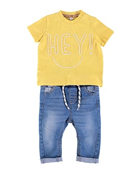 Blue drawstring jeans, and yellow top with the word 'Hey!' in white stitching