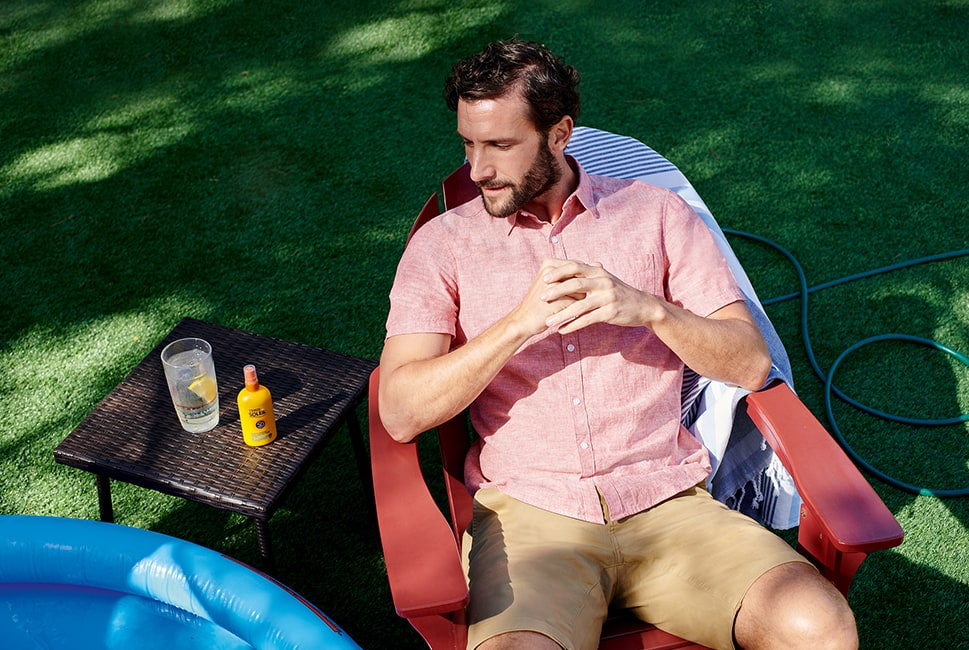 Short sleeve pink linen shirt with cuffed camel coloured chino shorts