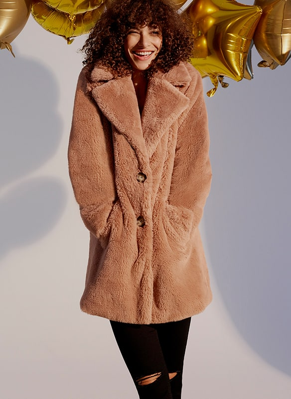 Furry coat with wide revere collar, 2 pockets and 2 buttons