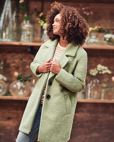 Ladies' pistachio green coat with revere collar, 2 brown buttons and 2 pockets