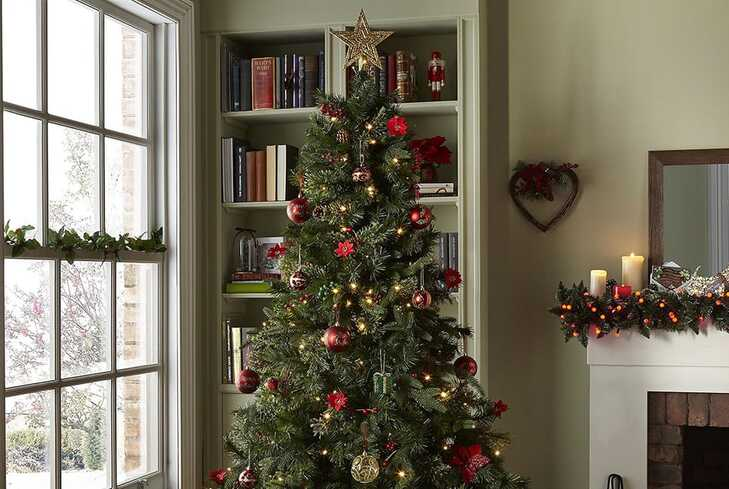 Save £10 when you spend £40 or more on Christmas decorations
